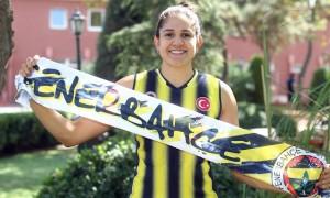 Brasileira chegou à Turquia com status de estrela