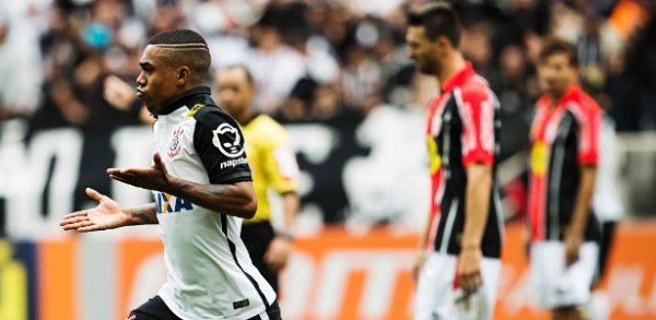 malcom-comemora-o-primeiro-gol-do-corinthians-contra-o-joinville-1442158912025_615x300