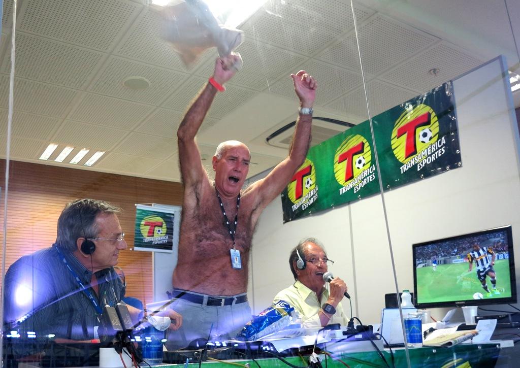 Gerson tira camisa durante transmissão e se emociona com o Botafogo IMG_2983