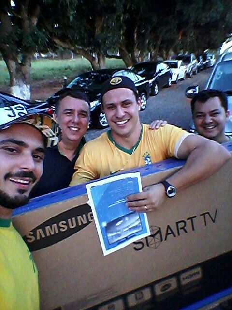 Fans Brasil Yang Hancurkan TV nya Sendiri, Dapat TV Baru GRATIS! - Berita