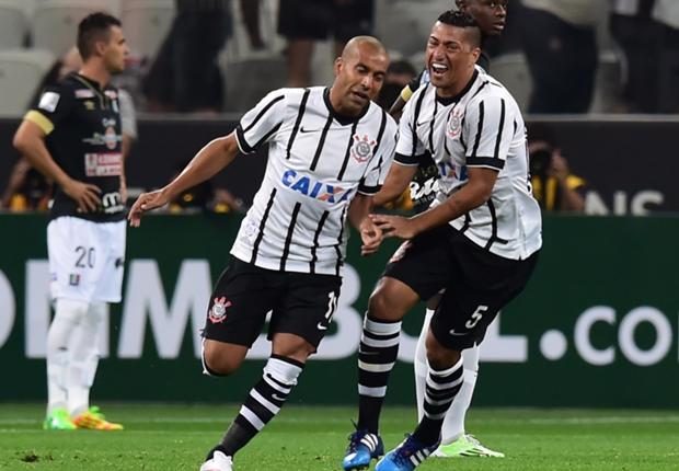 Emerson gerou polêmica por ter atrasado no treino do Corinthians