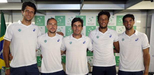 equipe-brasileira-posa-para-foto-antes-de-duelo-com-a-croacia-1442423314996_615x300