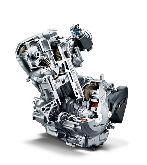Motor tem comando DOHC e refrigeração líquida: produz 23 hp de