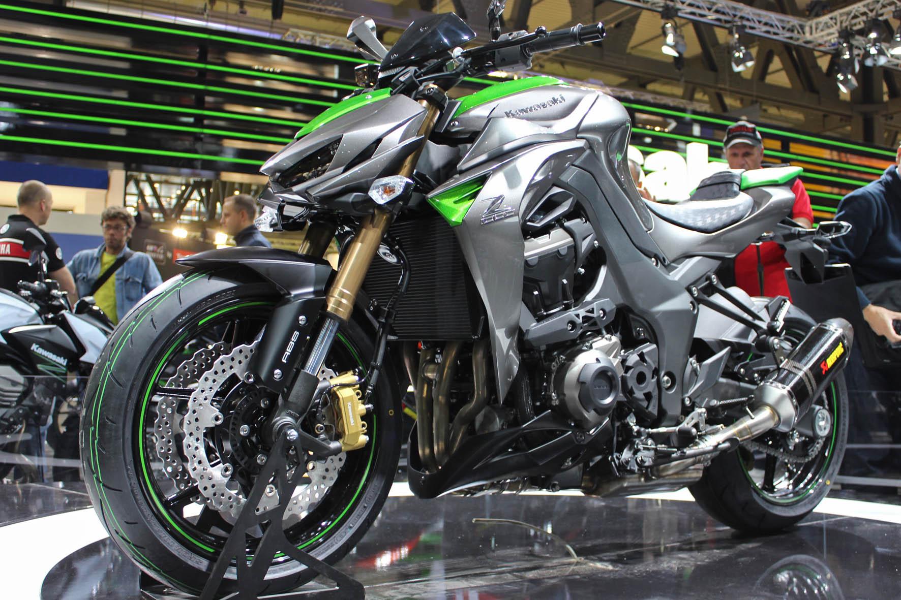 2014 Kawasaki Z1000 - So Much Sugomi - Asphalt & Rubber