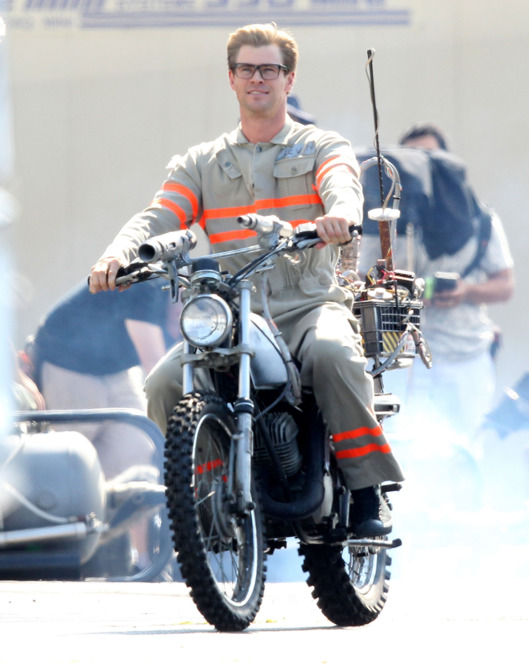 17-chris-hemsworth-ghostbusters.nocrop.w529.h708