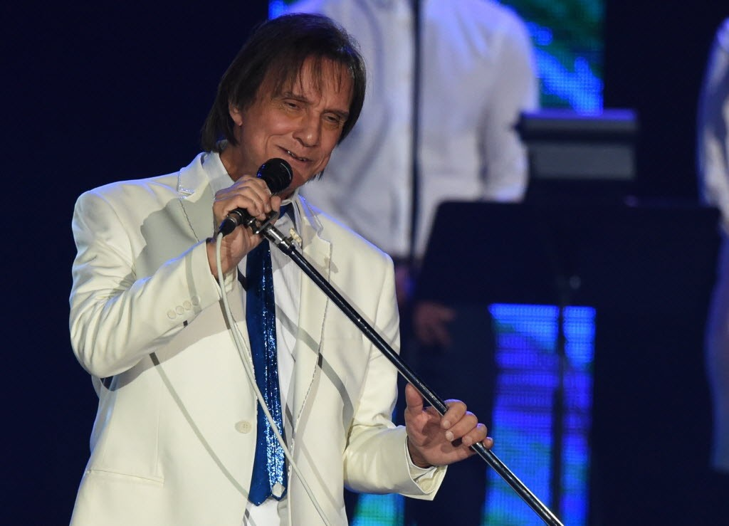 O cantor Roberto Carlos durante show em 2015