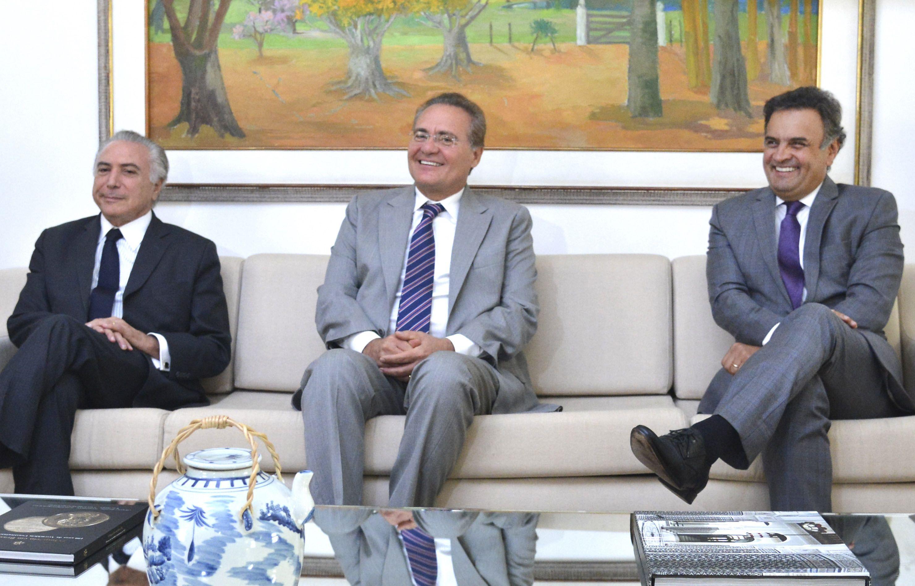 Brasília -O presidente do Senado, senador Renan Calheiros, recebe o vice-presidente da República, Michel Temer e o senador Aécio Neves (Antonio Cruz/Agência Brasil)