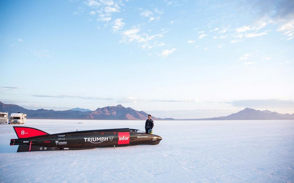 suzane_noticia_triumph_infor_rocket_streamliner_04_resize