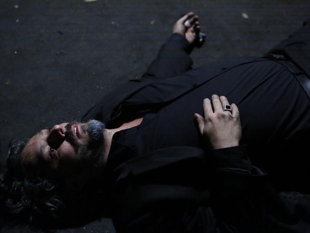 Comendador é morto no último capítulo (Foto: Ellen Soares/ Gshow)