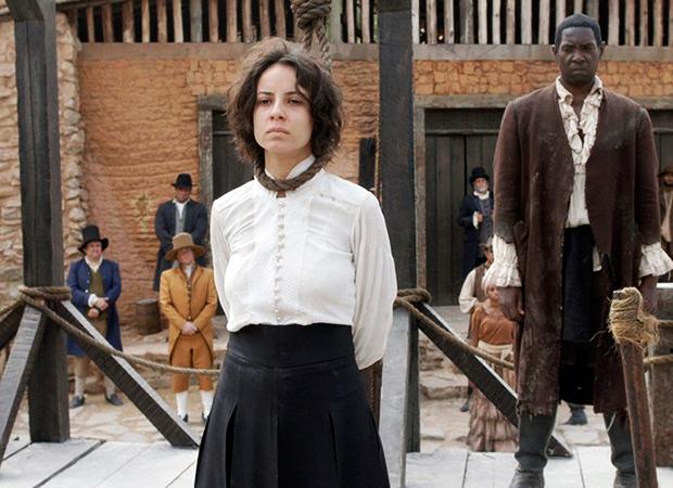 Joaquina (Andreia Horta) vai á forca (Foto: Divulgação/TV Globo)