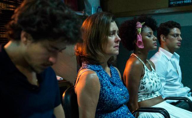 Jesuíta Barbosa, Adriana Esteves, Jessica Ellen e Cauã Reymond (Foto: Divulgação/TV Globo)