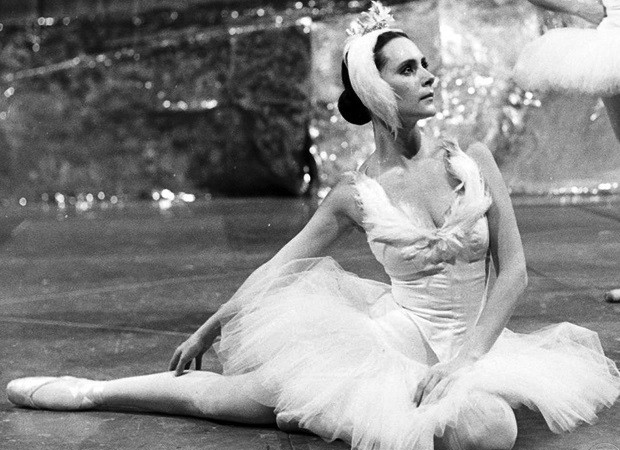 """Elizabeth Savalla dançando """"O Lago dos Cisnes"""" (Foto: Divulgação/TV Globo)"""