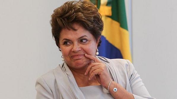 http://imguol.com/blogs/58/files/2013/08/DilmaAlanMarquesFolha.jpg