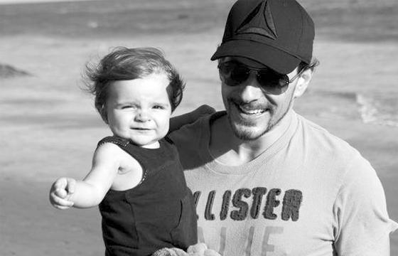 No olho do furacão está Max, o bebê de 1 ano que Clara e Fabian têm juntos (Foto: Arquivo pessoal)