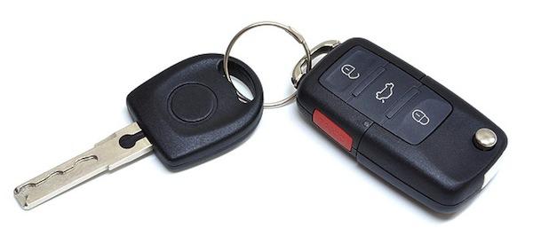 JanuárioEspancado por cinco seguranças, durante 20 minutos, no estacionamento de um hipermercado. Acharam que o vigilante estava roubando o próprio automóvel.