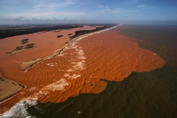 Isto não é um mar de lama (René Magritte, 2015)