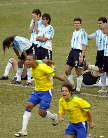 Brazilian soccer team players celebrate their victory while Argentina's players show their disappointment, 25 July 2004 at the end of the Copa America 2004 tournament final match in Lima, Peru. AFP PHOTO/DANIEL SILVA