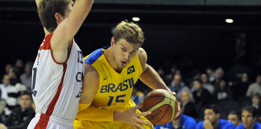 Tiago Splitter contra o Chile