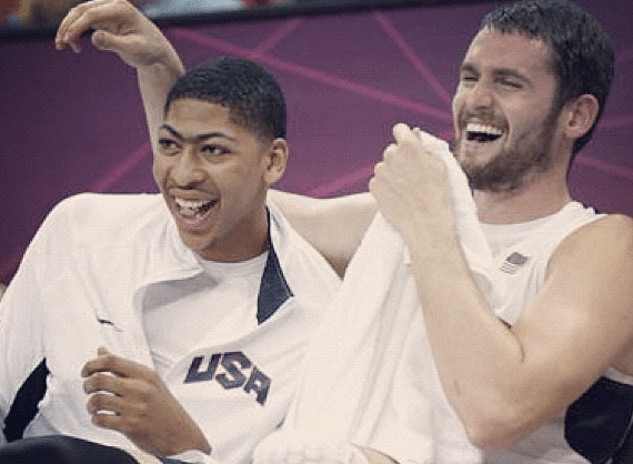 Anthony Davis, novato do Team USA, esquece a camisa no vestirio