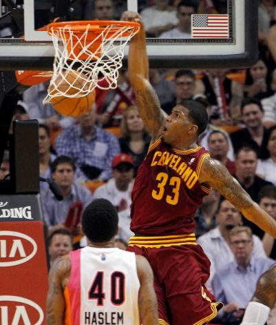 Alonzo Gee crava pelo Cavs