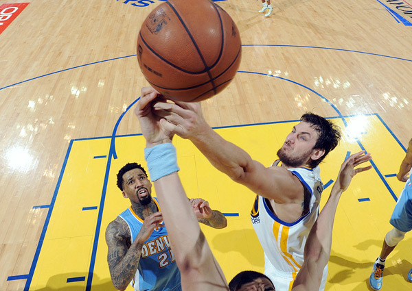 Andrew Bogut, surpresa contra o Nuggets