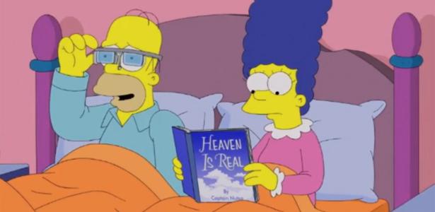 Homer assiste a vídeos em seus óculos inteligentes; Margie demora para entender a graça do acessório