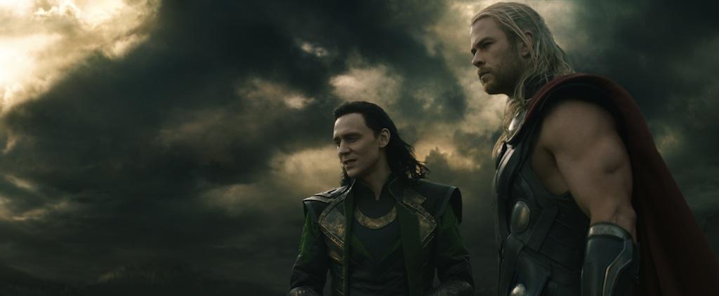 Loki e Thor observam o fim do mundo à distância