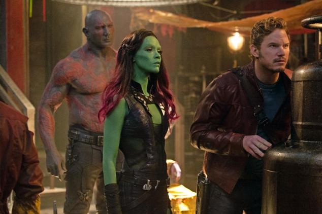 Drax (Dave Bautista), Gamora (Zoe Saldana) e Quill (Chris Pratt) planejam a ação