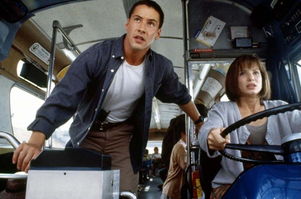 Tem uma bomba no ônibus, e ela não tem nada a ver com Sandra Bullock: Keanu em Velocidade Máxima