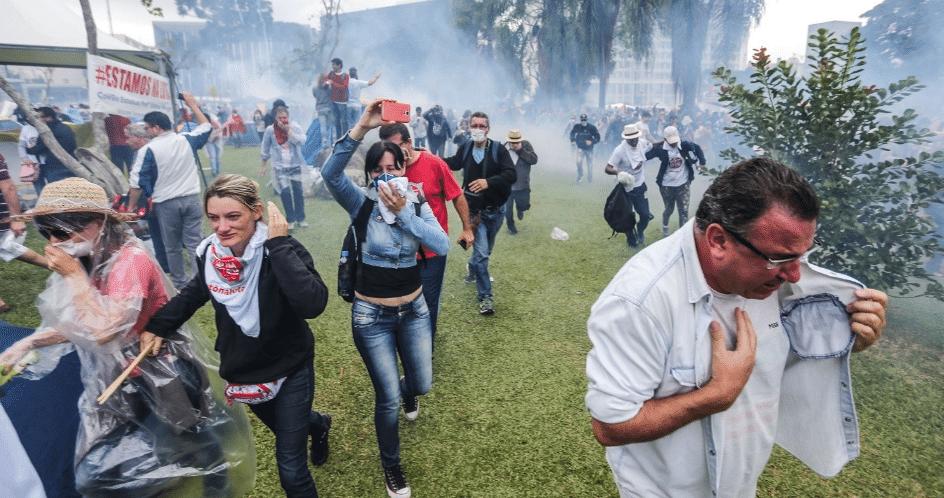 Assim a PM trata os professores no Paraná - Foto Joka Madruga/Futura Press/Estadão Conteúdo