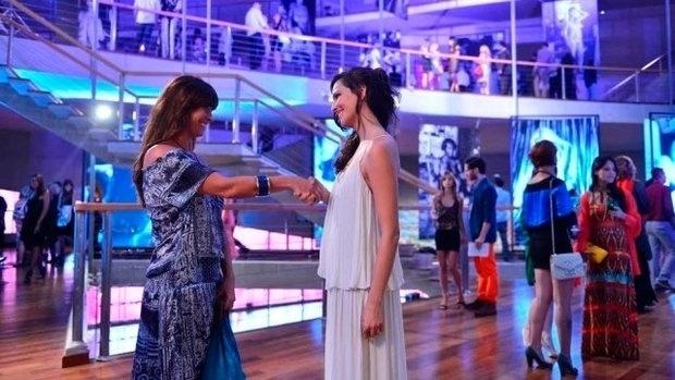 8.fev.2014 - Clara e Marina vão se apaixonar logo no primeiro encontro