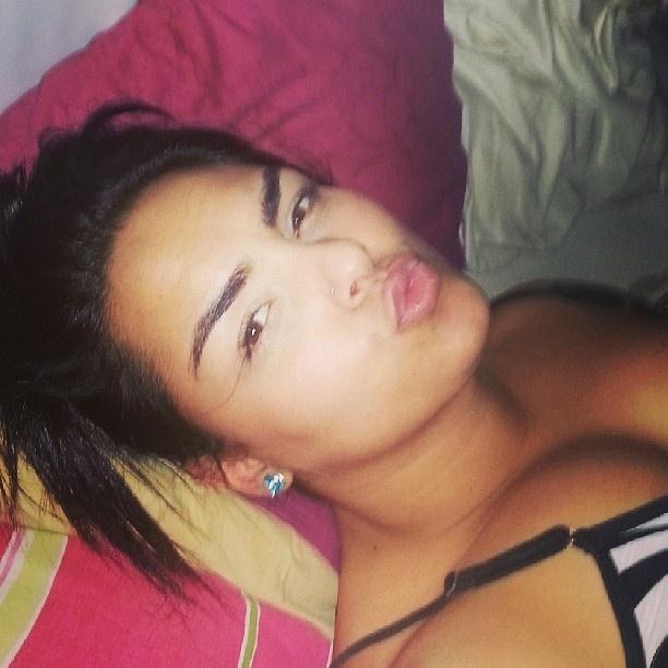 31.mai.2013 - Andressa Soares, a Mulher Melancia, divulga no Instagram uma foto na cama, de sutiã, prestes a dormir, na manhã desta sexta-feira.