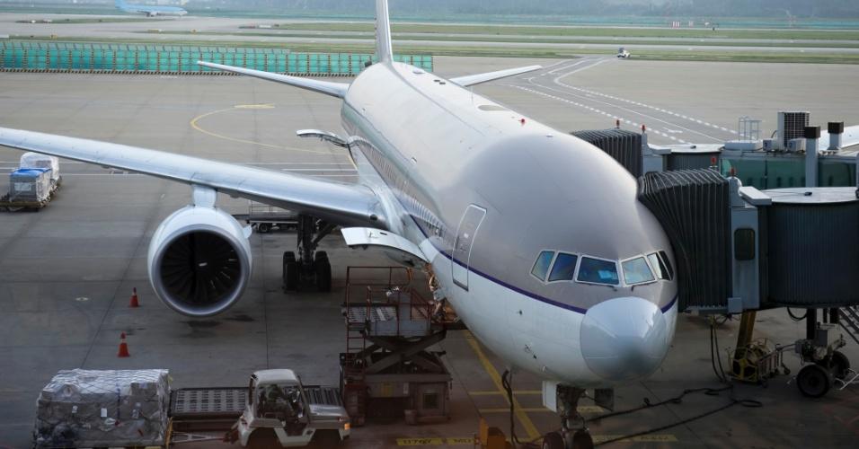 - aviao-esteira-de-bagagem-voo-aeroporto-1371238086660_956x500