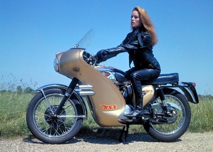 """Luciana Paluzzi viveu Fiona, em """"Thunderball"""", de 1965"""