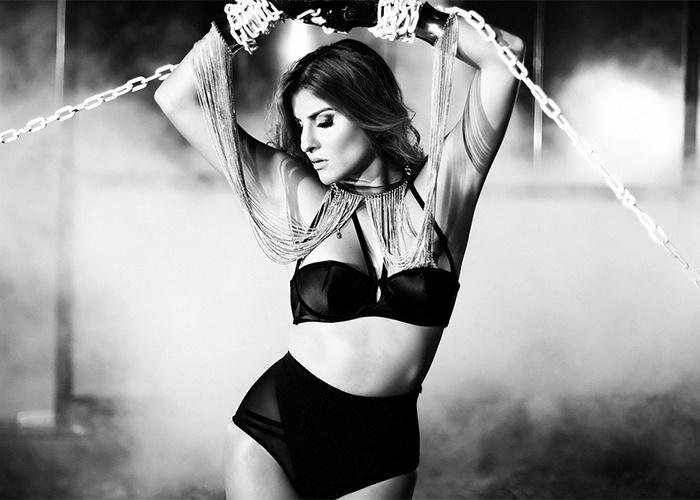 13.set.2013 - Ana Clara Cady, cunhada de Ivete Sangalo, estrelou ensaio sensual de lingerie para o site