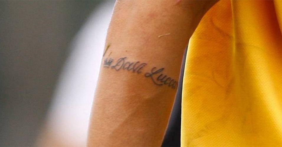 Neymar tatua nome do filho Davi Lucca no braço