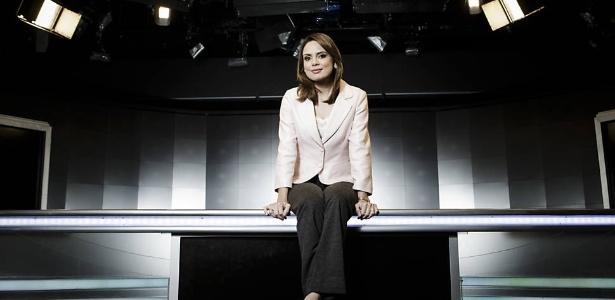 Rachel Sheherazade, apresentadora do SBT Brasil posa na bancada