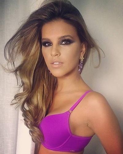 5.mai.2014 - Mariana Rios posou sensual para uma campanha de lingerie. É a segunda vez que a atriz estrela ensaio com peça íntima