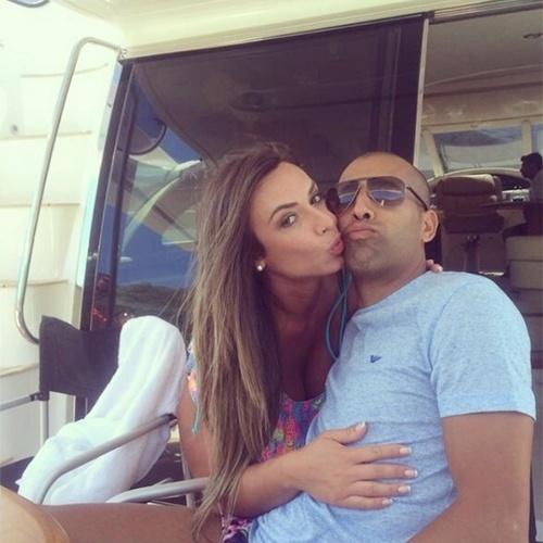 17.set.2014 - Na terça-feira (16), Nicole Bahls assumiu o namoro com o jogador do Botafogo Emerson Sheik e chegou a alfinetar a rival Antonia Fontenelle: