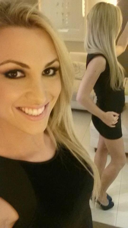 19.set.2014 - Rebeka Shelton posa após ser submetida a cirurgia de mudança de sexo. A brasileira fez sucesso no