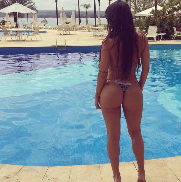 24.set.2014 - A panicat Carol Dias mostrou suas curvas perfeitas em seu perfil no Instagram e aproveitou para