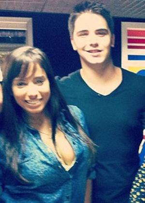 14.out.2014 - Anitta aparece ao lado do empresário Daniel Trovejani em foto de 2012 divulgada por fãs na web