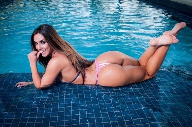 21.out.2014 - De acordo com o site CenaPop, Nicole Bahls está sendo novamente sondada pela revista Playboy. Ainda segundo o portal, a repórter do