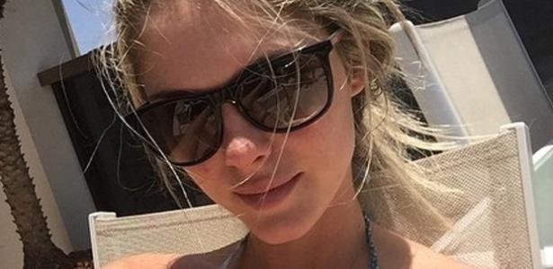2.nov.2014 - Bárbara Evans chamou a atenção de seus seguidores ao postar uma foto de biquíni no Instagram.