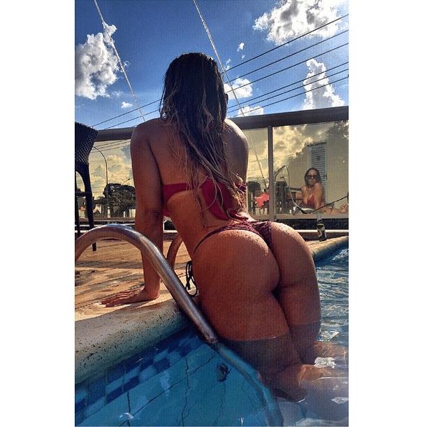 10.dez.2014 - A bela Renata Frisson, a Mulher Melão, mostrou que está em ótima forma para curtir o verão ao postar uma foto de biquíni em sua conta no Instagram.
