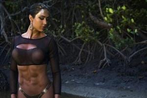 Gracyanne mostrou a barriga chapada em foto publicada no Instagram