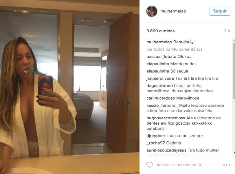 18.mai.2016 - Mulher Melão posa sem sutiã em foto no Instagram e recebe elogios na web