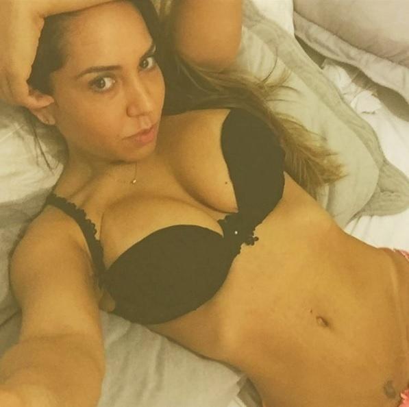 8.dez.2015 - Em uma foto publicada no Instagram onde aparece só de calcinha e sutiã, Renata Frisson, a Mulher Melão, fez a alegria de seus seguidores. Com a legenda