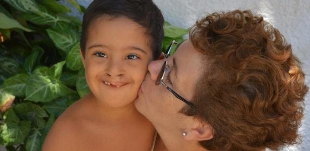 8.mar.2016 - Otilina Duailibe com o filho adotivo caçula, Samuel