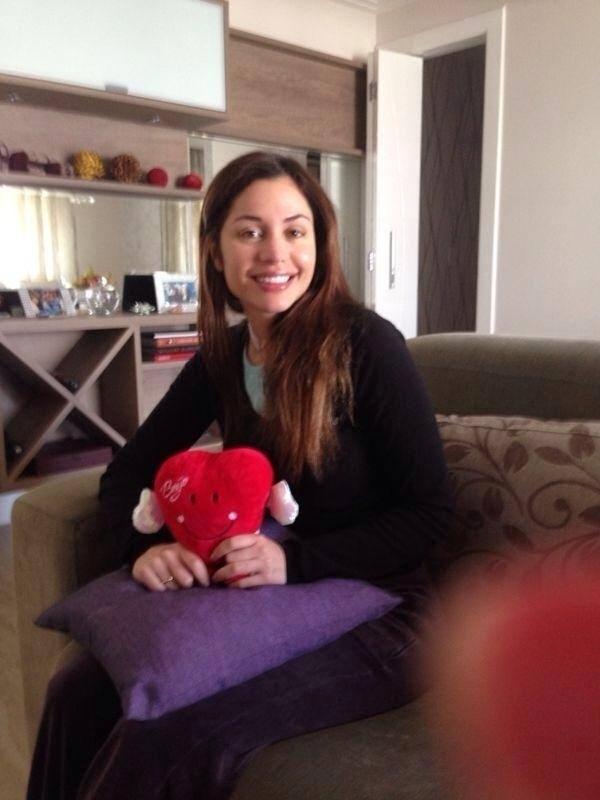 8.nov.2013 - Após fazer uma cirurgia para retirar 70% do fígado para combater um câncer, a ex-BBB Maria Melilo publicou uma foto em casa e tranquilizou os fãs.